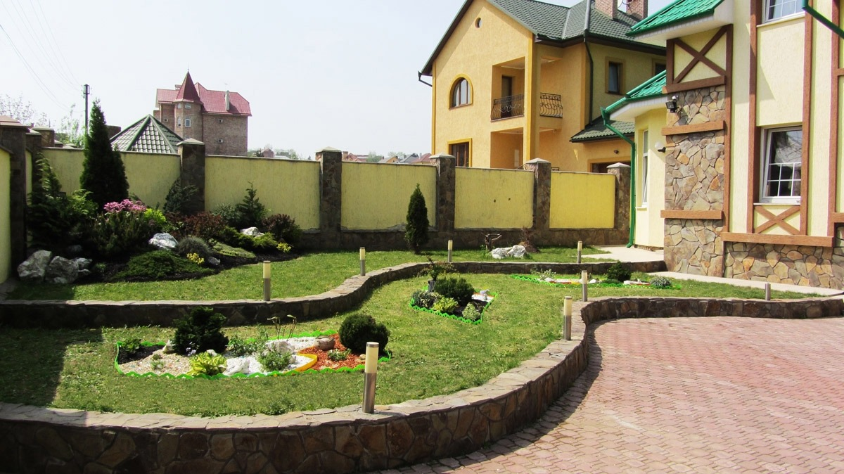 Best Landscape Design Ideas: Decorating Your Courtyard. Green and yellow design