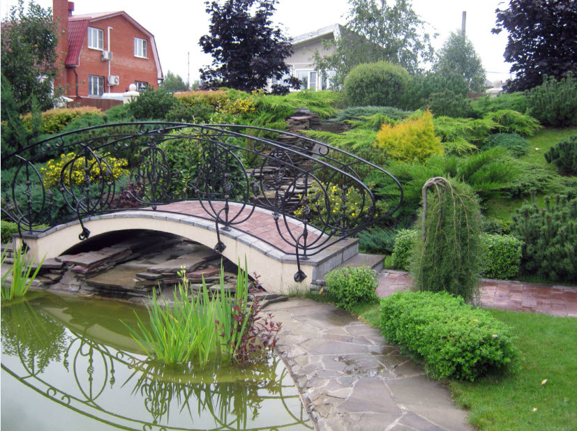 Another beautiful example of the full-fledged pond and the bridge at the courtyard