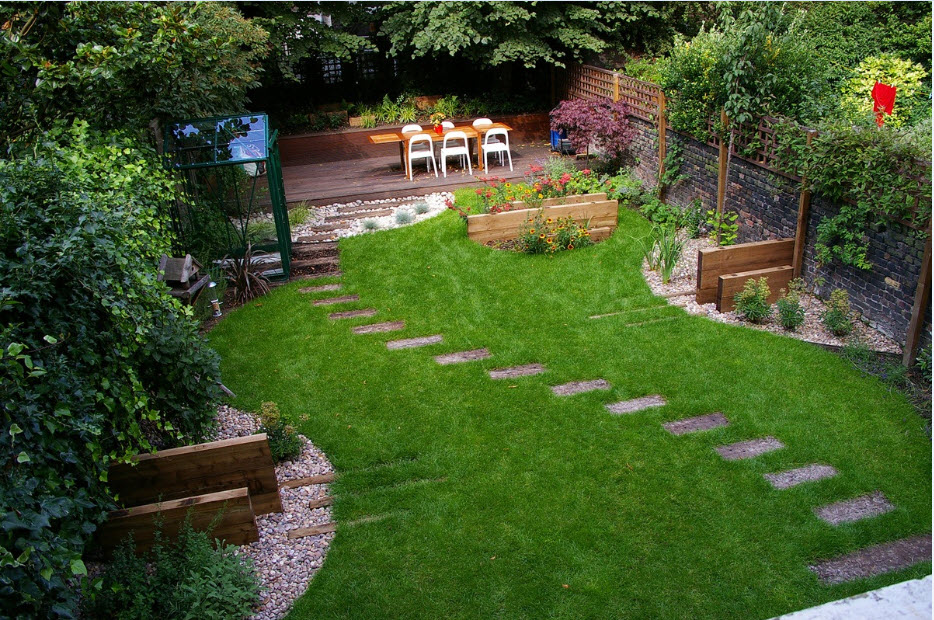 Best Landscape Design Ideas: Decorating Your Courtyard. Pathways at the ideally green lawn