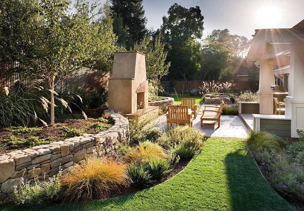 Nice backyard design with the leisure zone