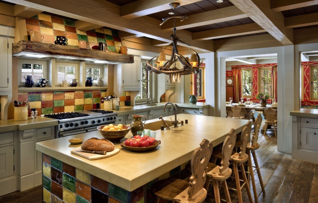 Chalet Kitchen Interior: Description, Design Tips with Photos. Great well-lit design in Classic style with carved chairs