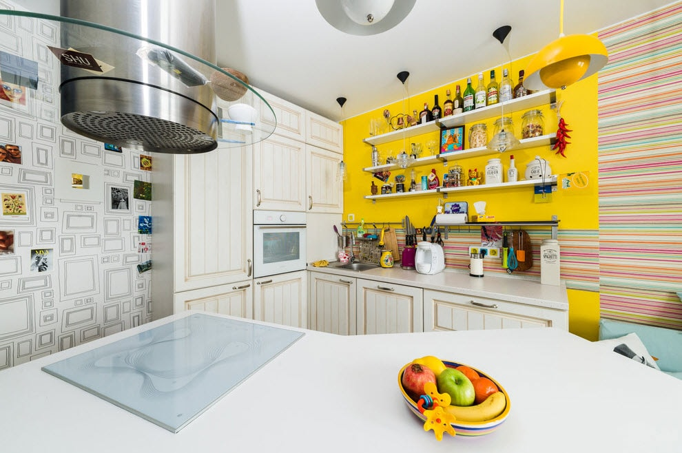 Fusion Style Kitchen Interior Design: Features and Arrangement Ideas. Yellow accent wall