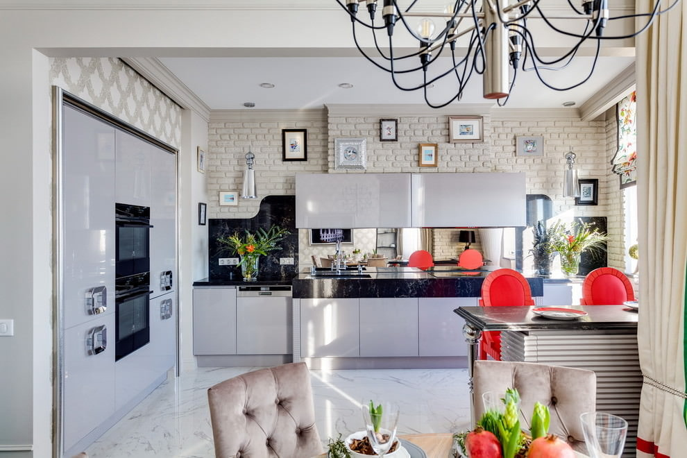Fusion Style Kitchen Interior Design: Features and Arrangement Ideas. Spacious contemporary styled and well-lit room with large chandelier