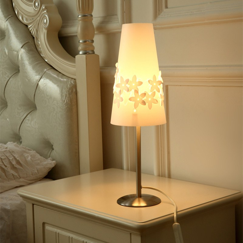 Night Lamps at the Bedroom: Necessary Lighting Fixtures. Simple designed bedside lamp