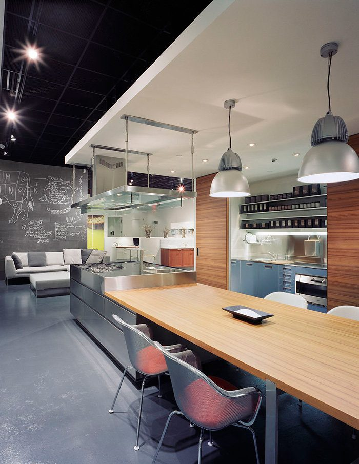 Fusion Style Kitchen Interior Design: Features and Arrangement Ideas. Black glossy stretch ceiling with LED fixtures