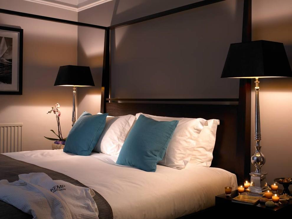 Night Lamps at the Bedroom: Necessary Lighting Fixtures. Calm relazing atmosphere at the dark bedroom
