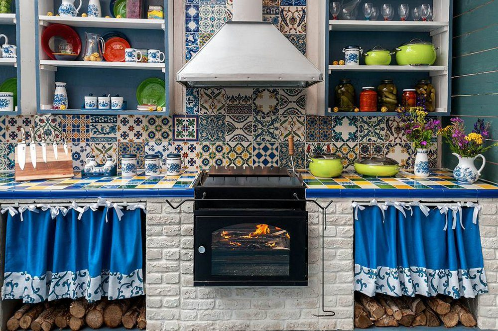 Mediterranean Style Kitchen Interior Design Ideas with Photos. Homey atmosphere in the village house with blue curtains and Moroccan tiles