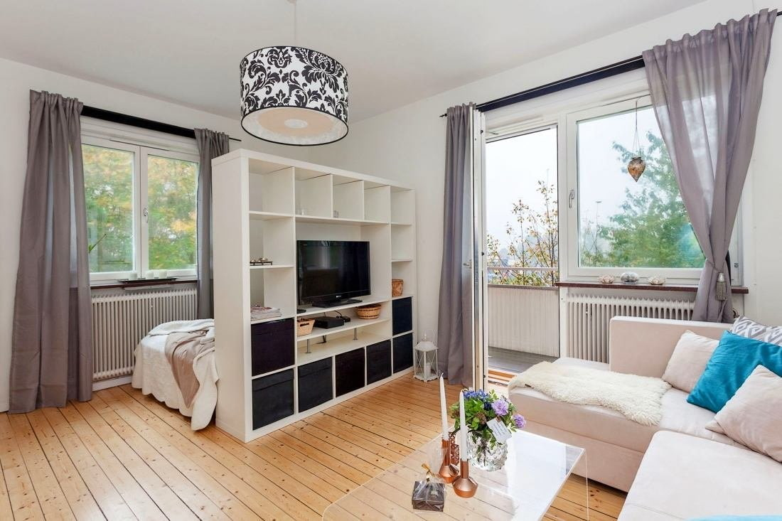 Studio Apartment Bedroom: Design Ideas and Pro Designers' Advice. Simple designed wooden shelving