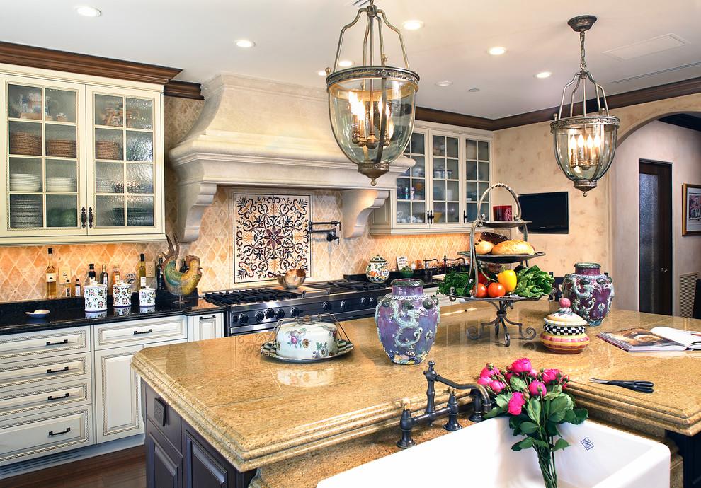 Marvelous Classic kitchen design in warm pastel colors