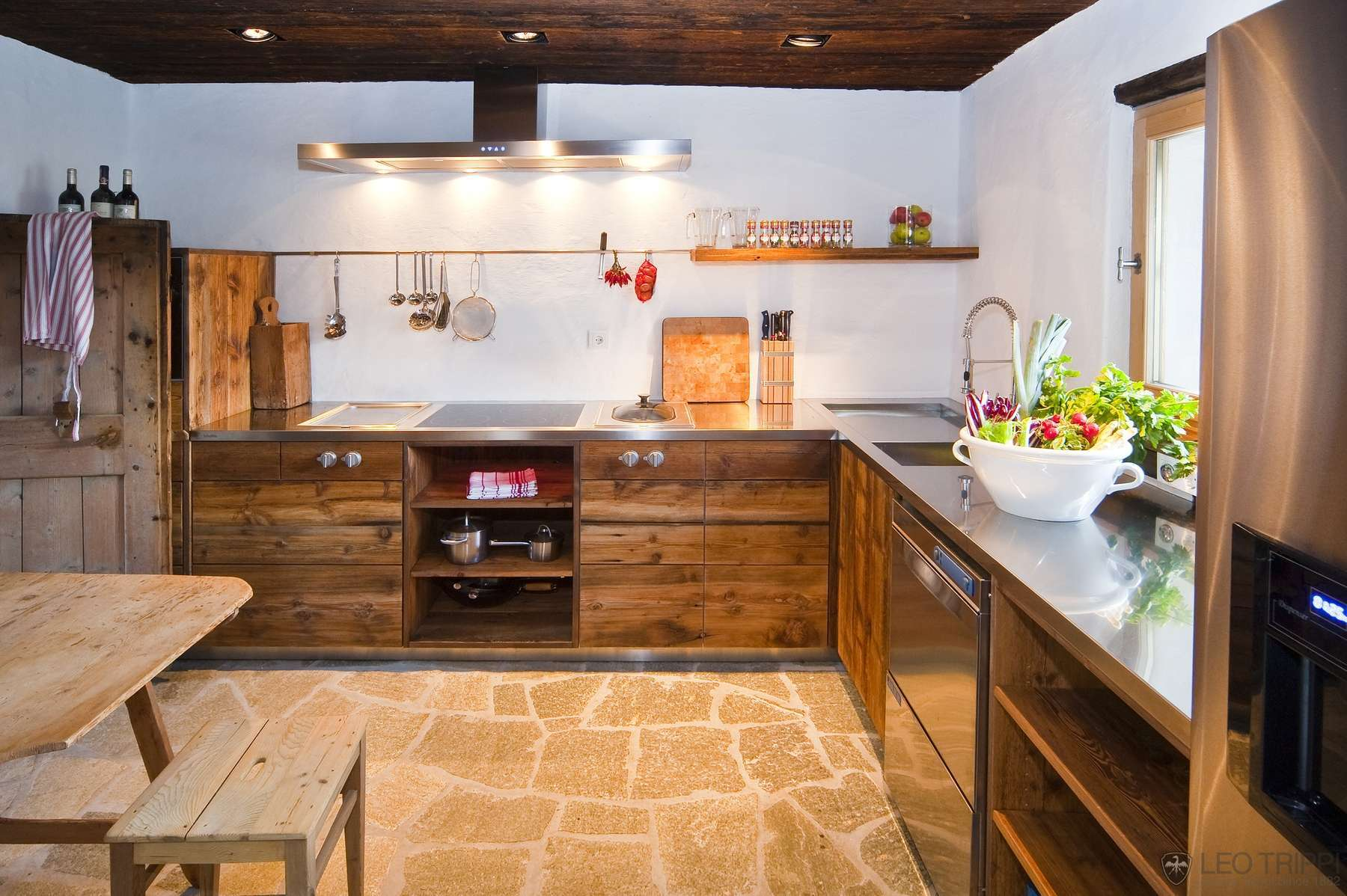 Chalet Kitchen Interior: Description, Design Tips with Photos. Stone tiled floor and wooden imitating furniture facades