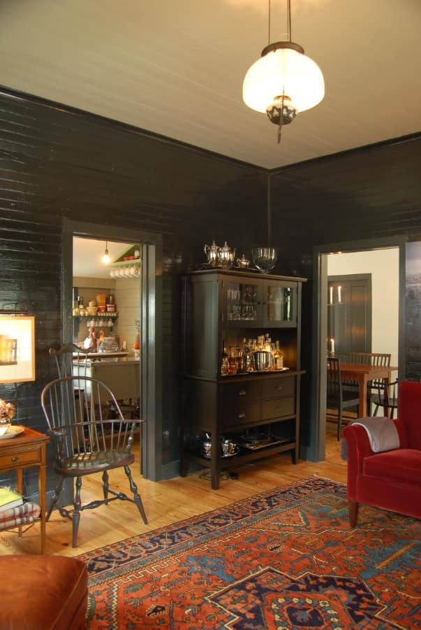 All-black walls for fusion styled room with light parquet