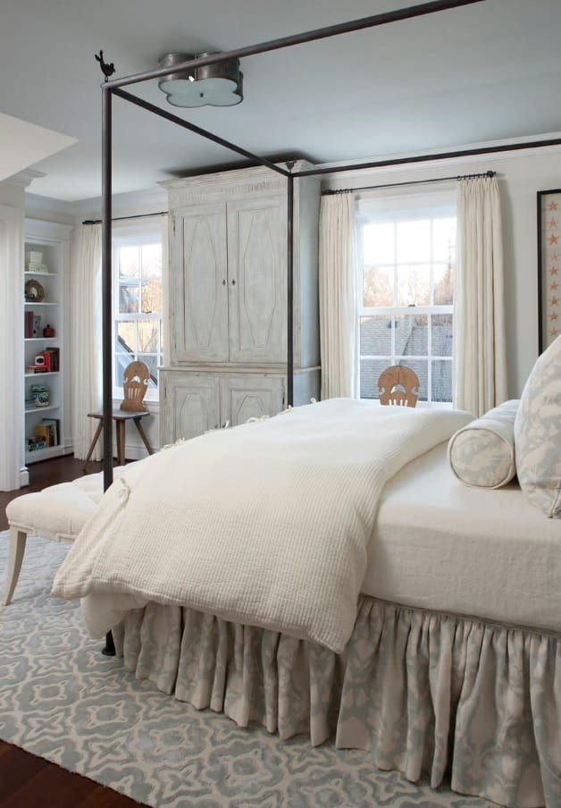 What are the Best Mattresses Suited for Lower Back Pain? Canopy bet at the stunning Classic bedroom in white