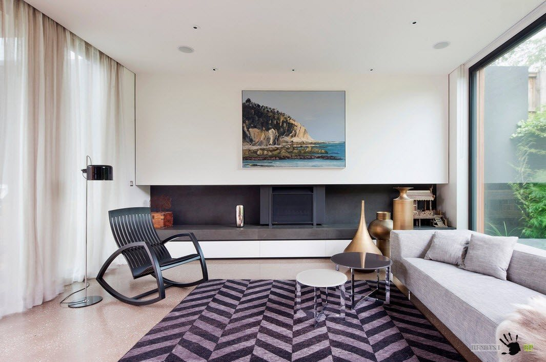 Herringbone rug at the tiny modern living room with hidden niche, black furniture and large picture