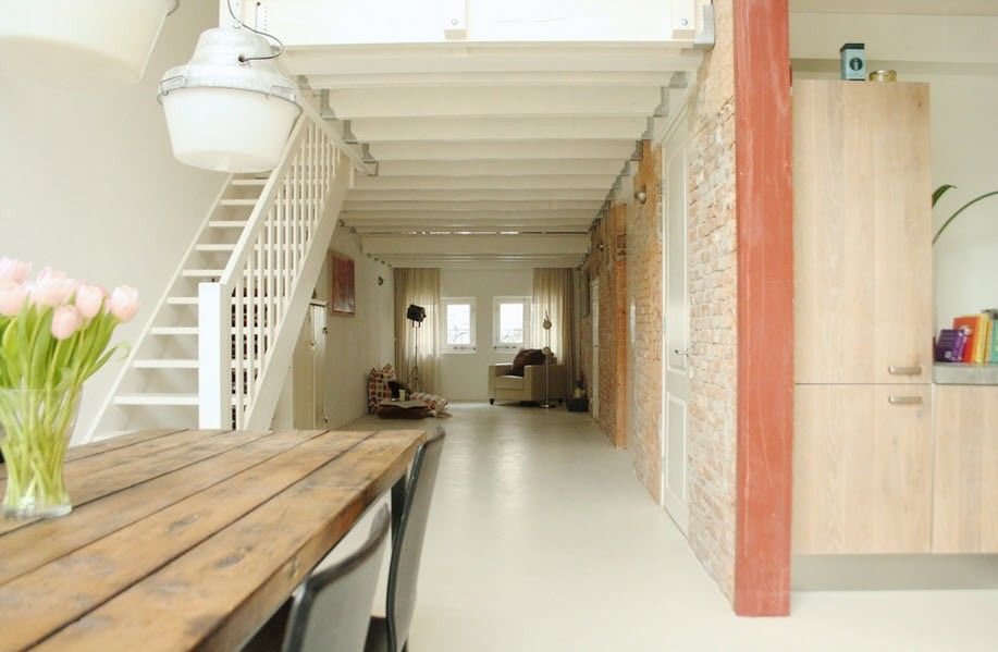 Industrial Style Home Interior Design Overview with Photos. Simple deisgned corridor with stairs in steamy white