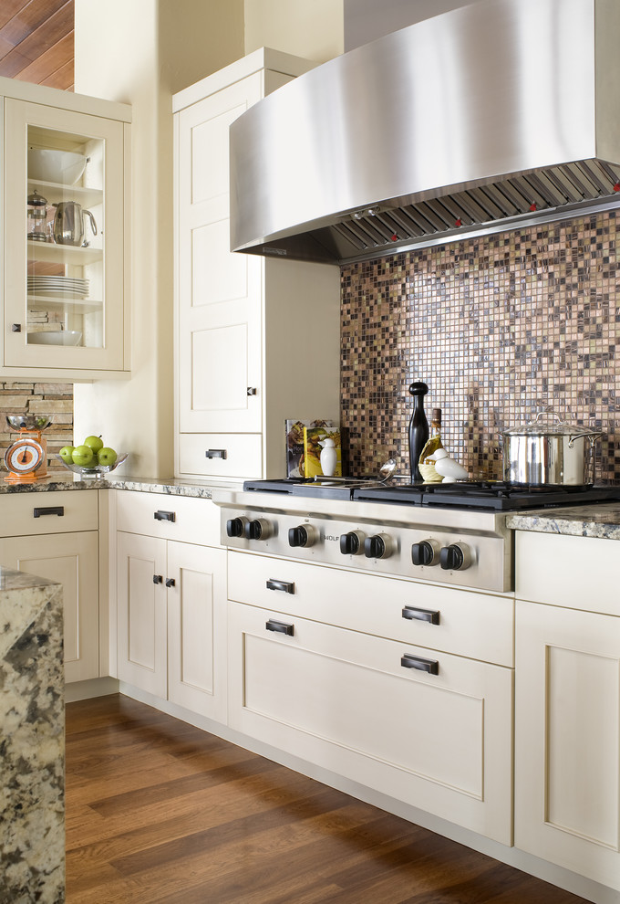Transitional Style Interior Decoration Ideas for Different Room. Linear kitchen design with large hob and mosaic splashback