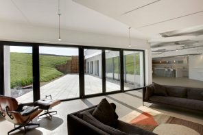 How to Make Your New Home Extremely Energy Efficient. Panoramiс black pane windows for modern interior