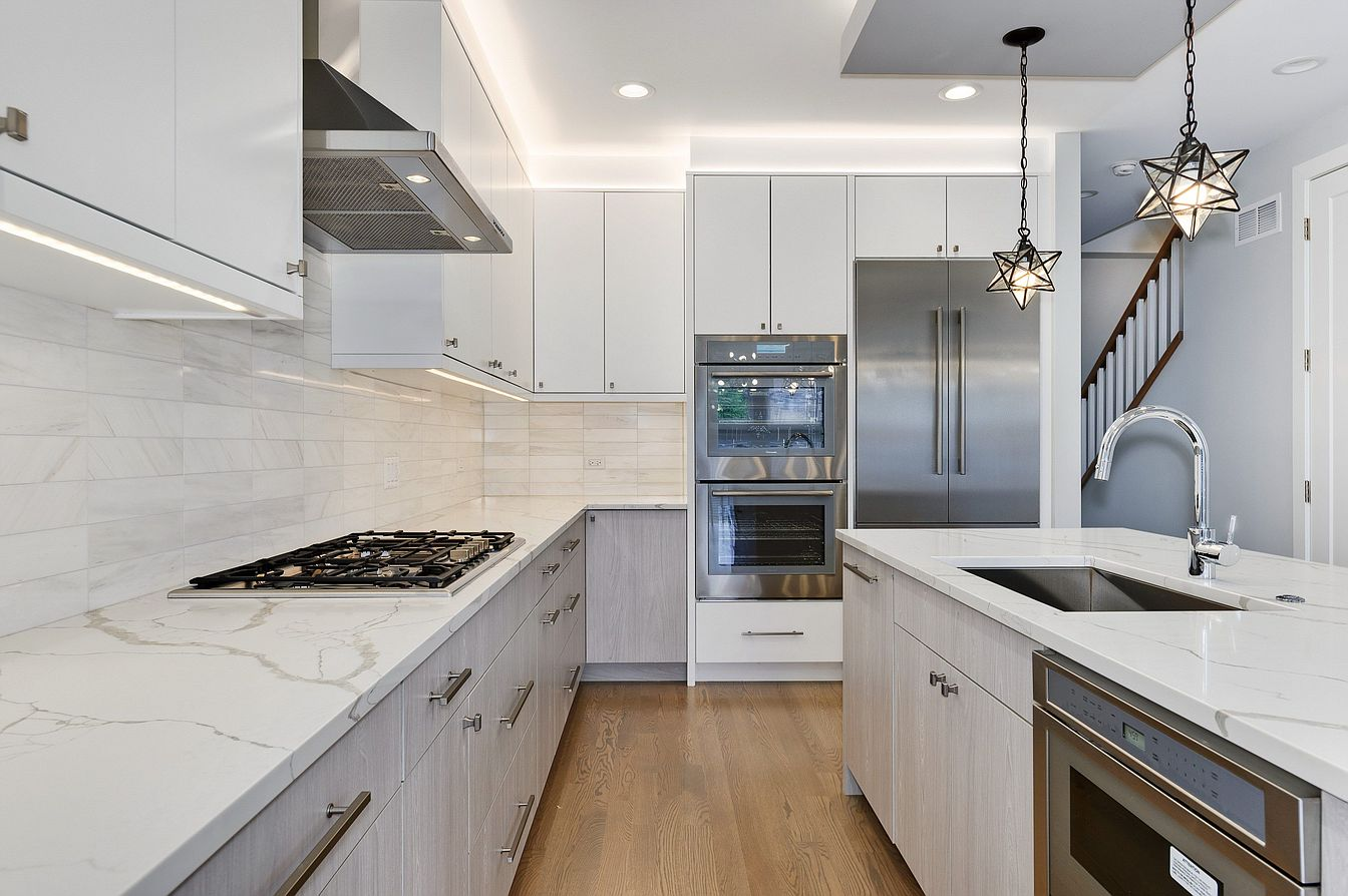 Small Modern Minimalist House in Chicago Downtown Review. Light kitchen with steel appliances and white glossy facades