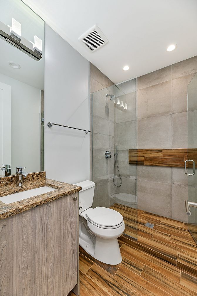 Small Modern Minimalist House in Chicago Downtown Review. Concrete slabs to finish the second bathroom