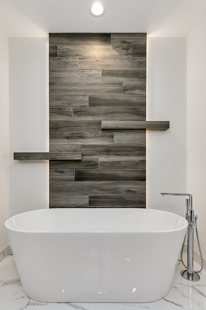Small Modern Minimalist House in Chicago Downtown Review. Stunning log sheathing of the accent wall and the artificial stone snow white bathtub