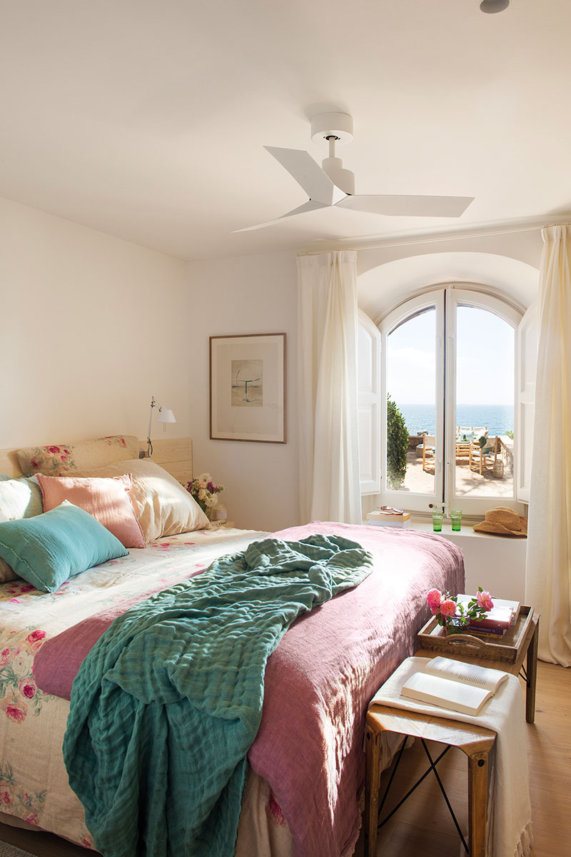 Hospitable atmosphere of the bedroom in Mediterranean style