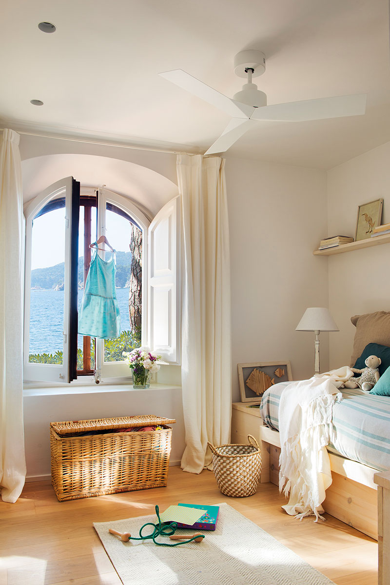 Arched windows and informal space decoration in light tones