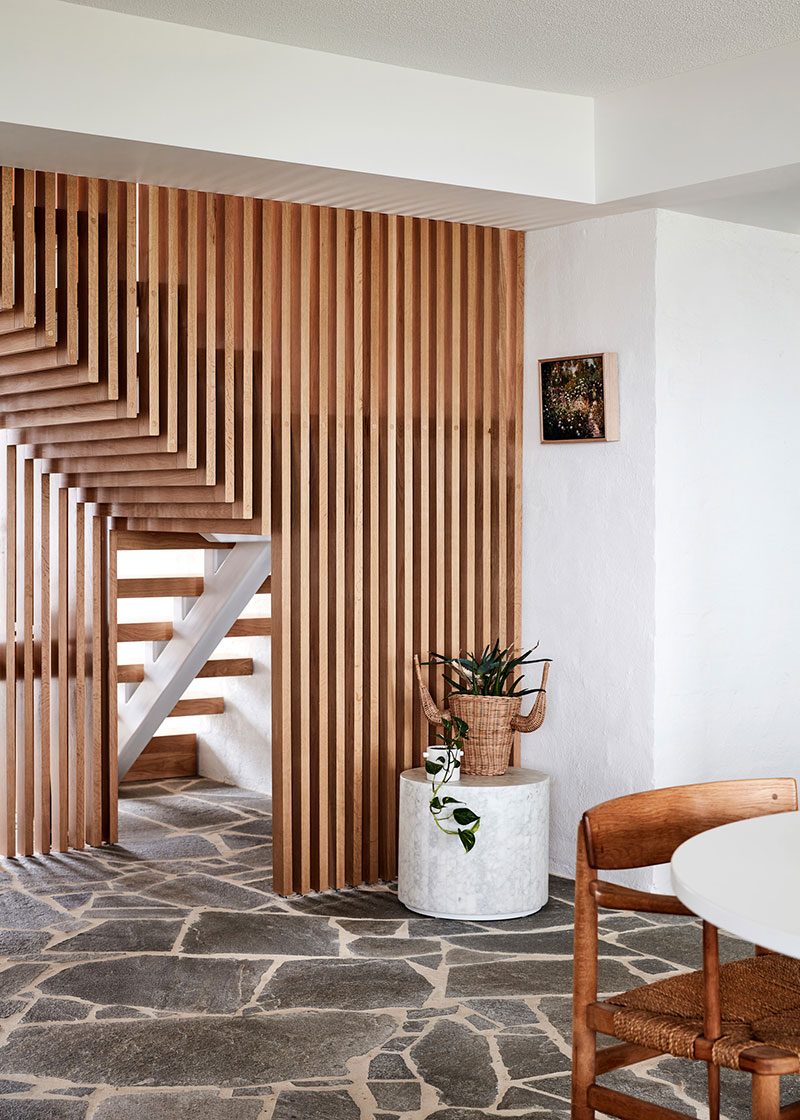 Wooden lattice to decorate the stairs