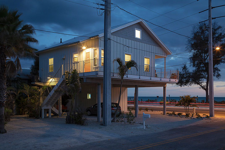 Stunning Photo Compilation of Small Beach House Designs that Inspire. The beach home near the ocean at night