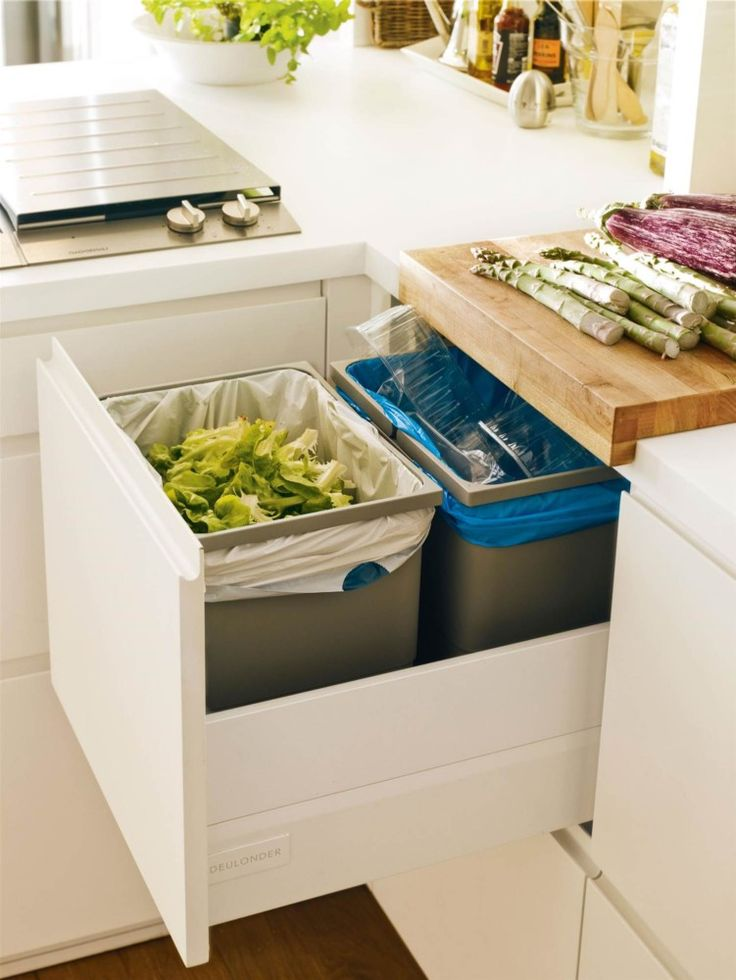 Organic waste containers at the drawer