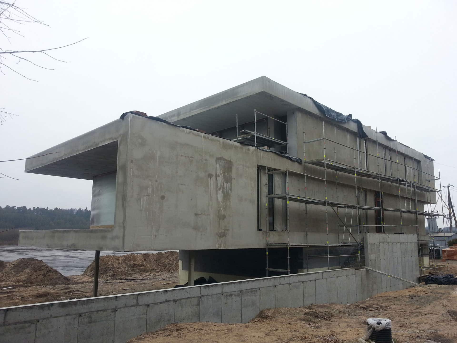 The construction of the house. Covering with plaster