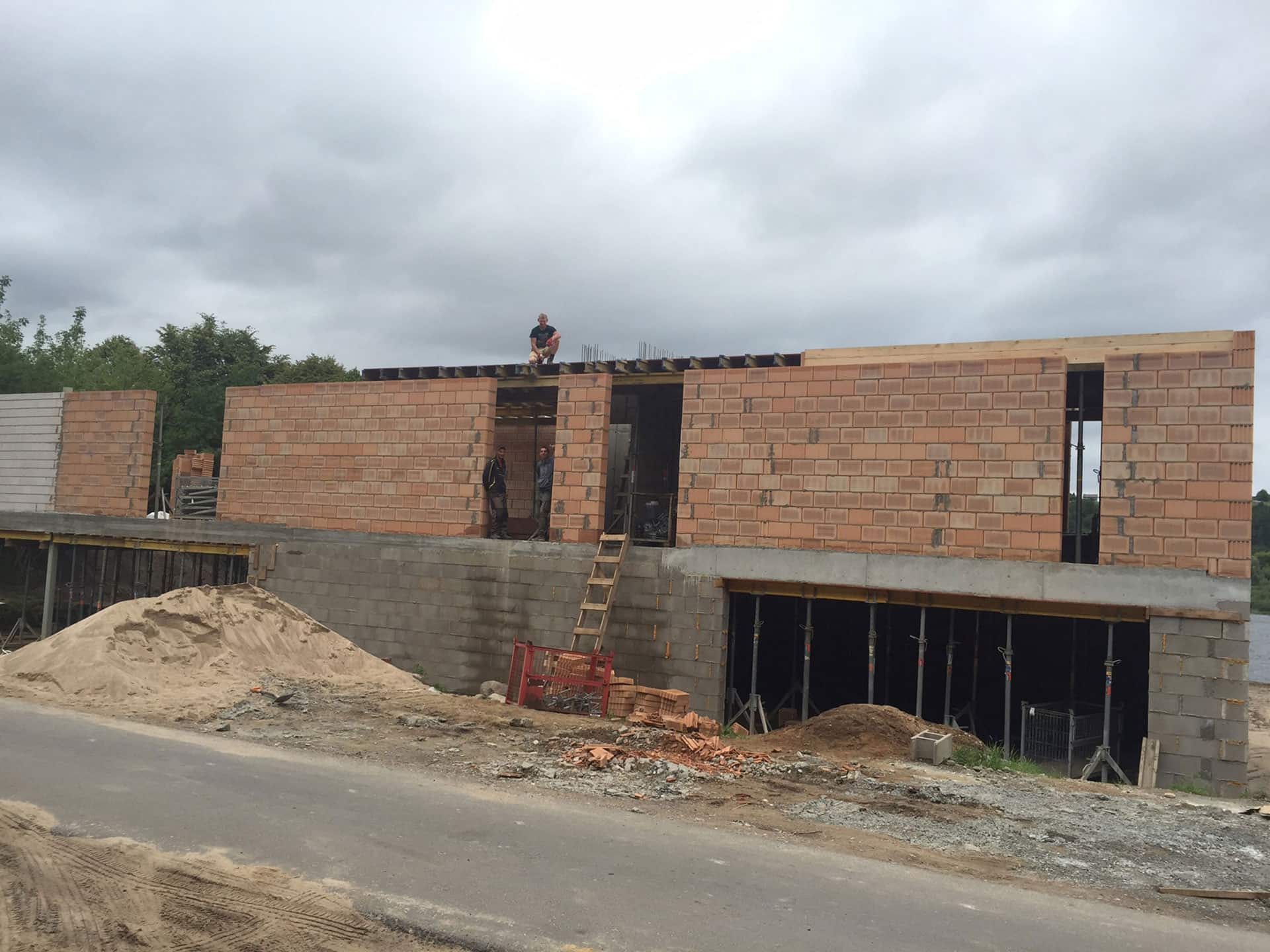 Villa G the ground floor construction. Side view