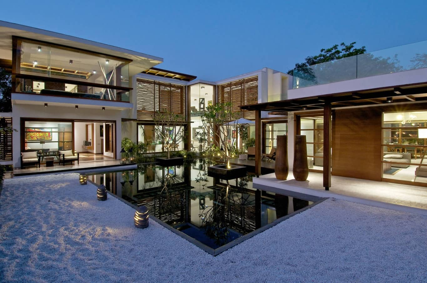 Modern Courtyard House Plans: Classic Luxury Nowadays. Japanese styled villa and white pebble covered courtyard