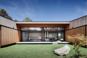 Modern Courtyard House Plans: Classic Luxury Nowadays. Wooden trimmed building and lawn at the courtyard