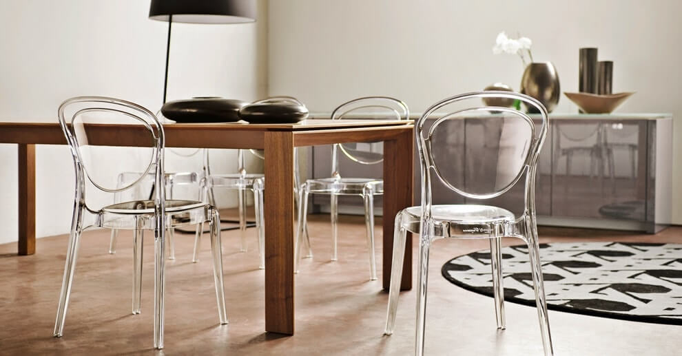 15 Useful & Simple Interior Design Tips to Make Your Space Cozier. Wooden table and plexiglass chairs