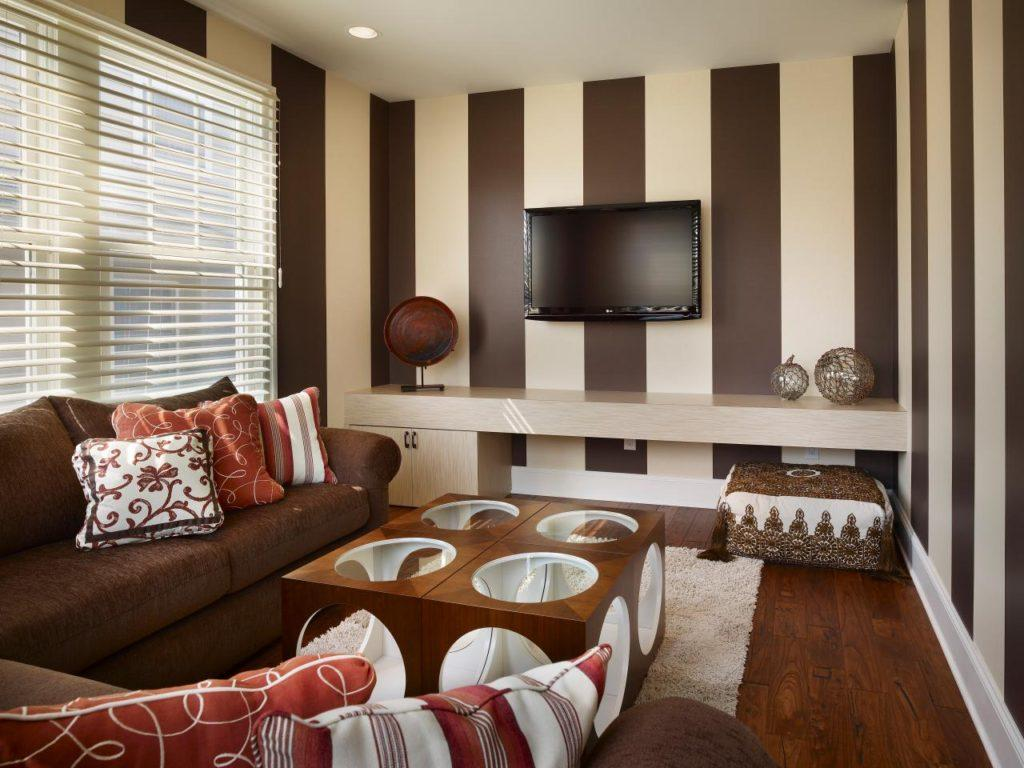 Large vertical striped wallpaper in the living room with coffee with cream color scheme