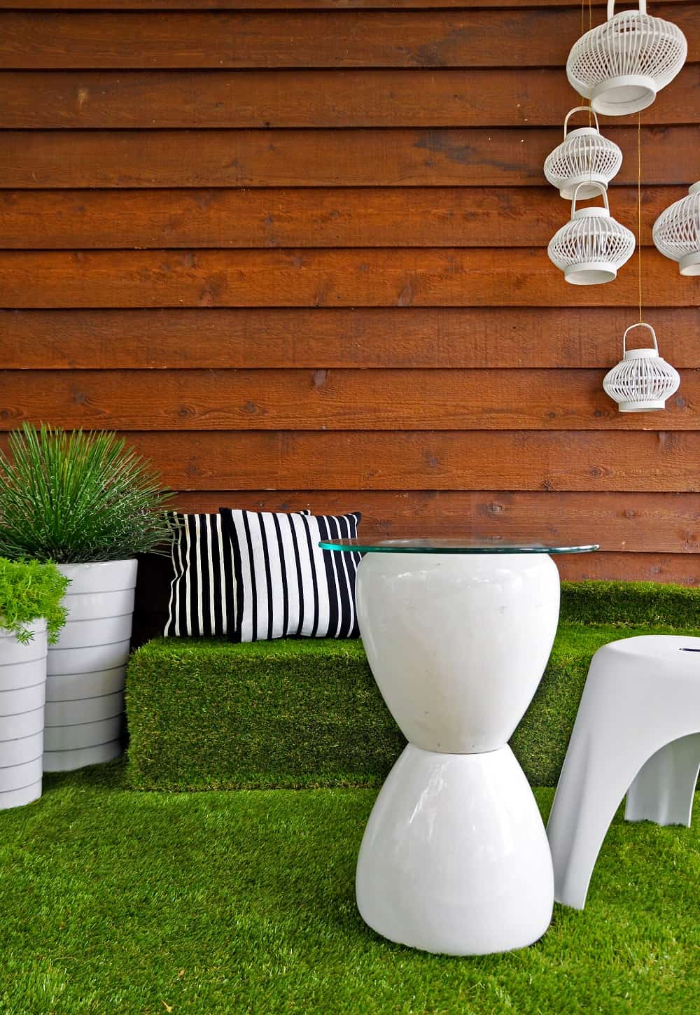 How To Select The Right Artificial Grass For Your House? Artificial Grass at the backyard patio