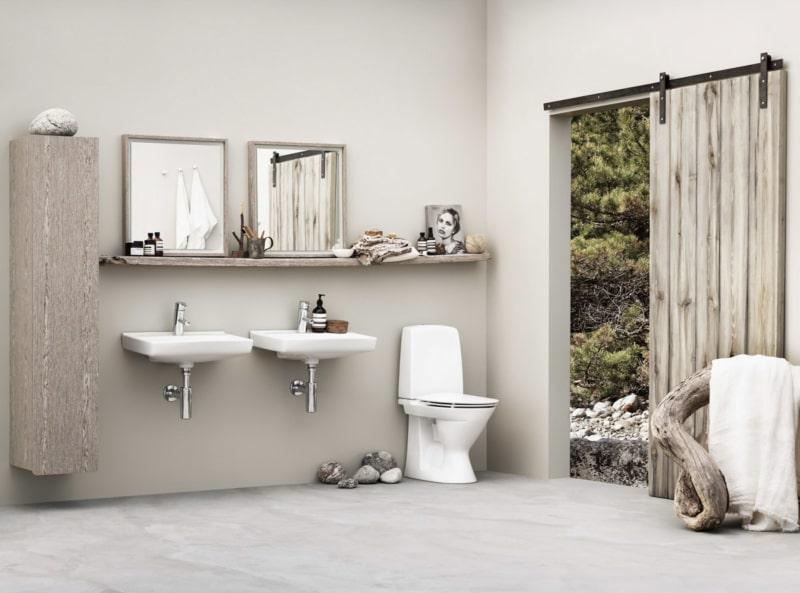 Exotic Wabi Sabi Interior Design Style: Beautiful Minimalism. Great austere bathroom design with glossy white ceramics