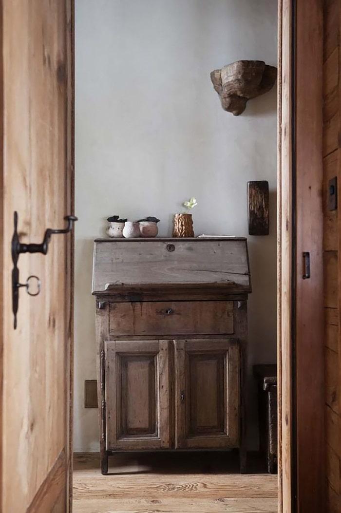 Vintage furniture for wab-sabi bathroom space