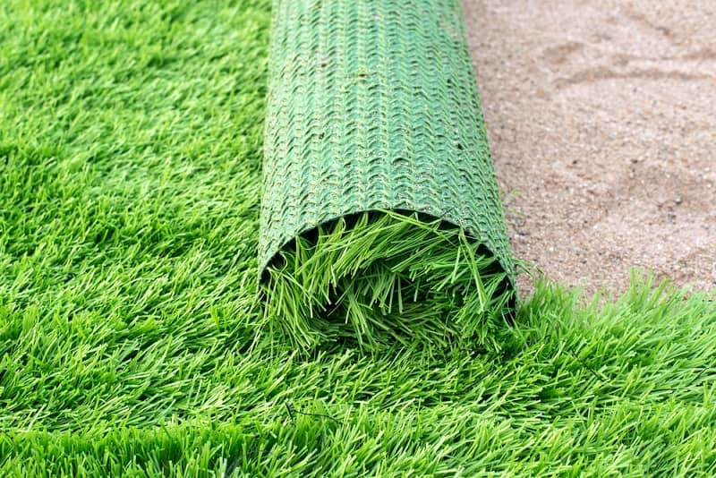 How To Select The Right Artificial Grass For Your House? The roll of material