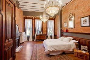 Quick Review of Types and Styles of Chandeliers. Grandeur crystal chandeliers for terracotta toned bedroom with chic decoration