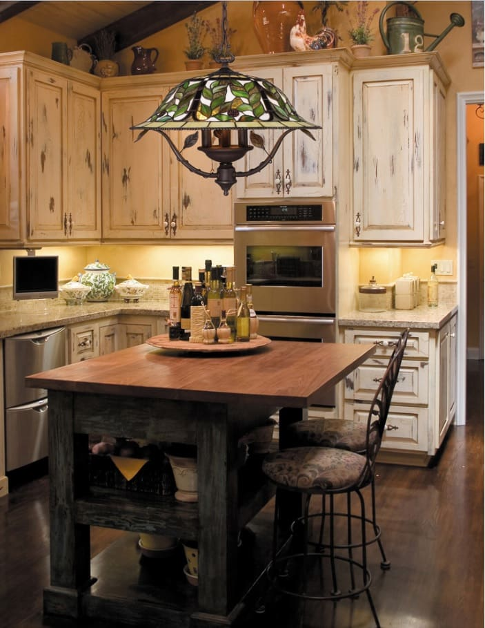 Tiffany glass chandelier for the cozy furnished kitchen with untreated wooden facades