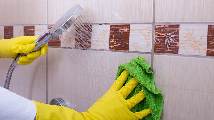 7 Genius tips to deep clean a bathroom. Cleaning tile with bleach