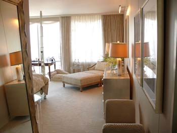 Feng Shui Bedroom Interior Design Ideas for any Kind of Room.  Beige colored interior