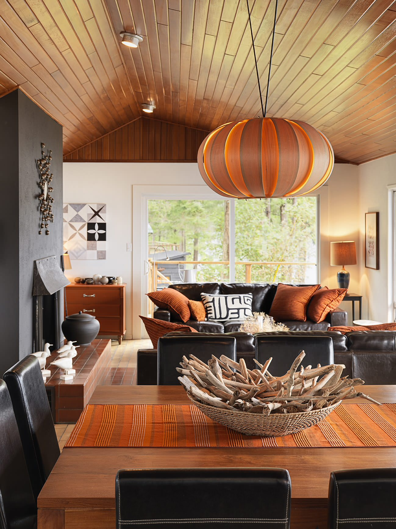 Warm shades of the ceiling light, the runner on the table and accessories in the living room