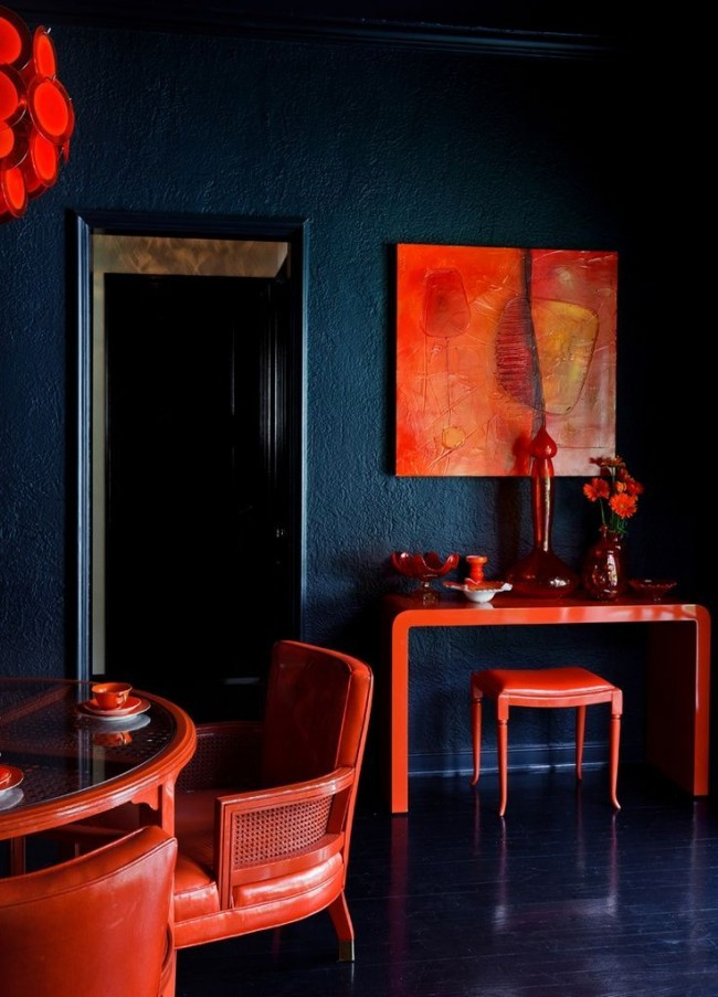 An unexpected combination of indigo and bright terracotta colors is for bold and daring personalities