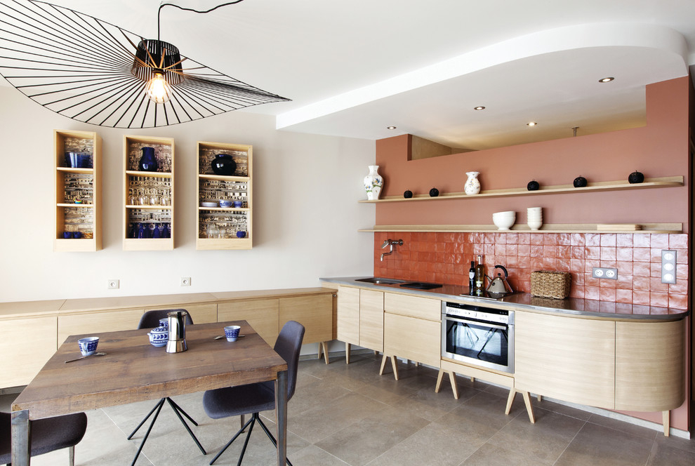 Terracotta tiles in the interior of the pastel colored kitchen