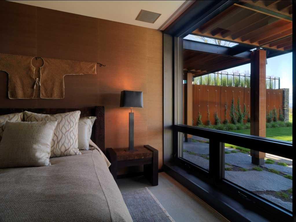 Oriental bedroom with burnt clay walls