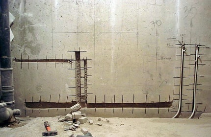 Sawing gaps in walls