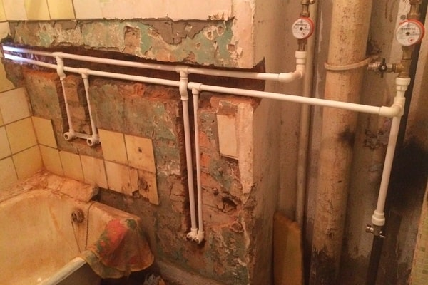 Bathroom Plumbing: Schemes of Installation, Advice. Pipeline laying in gates