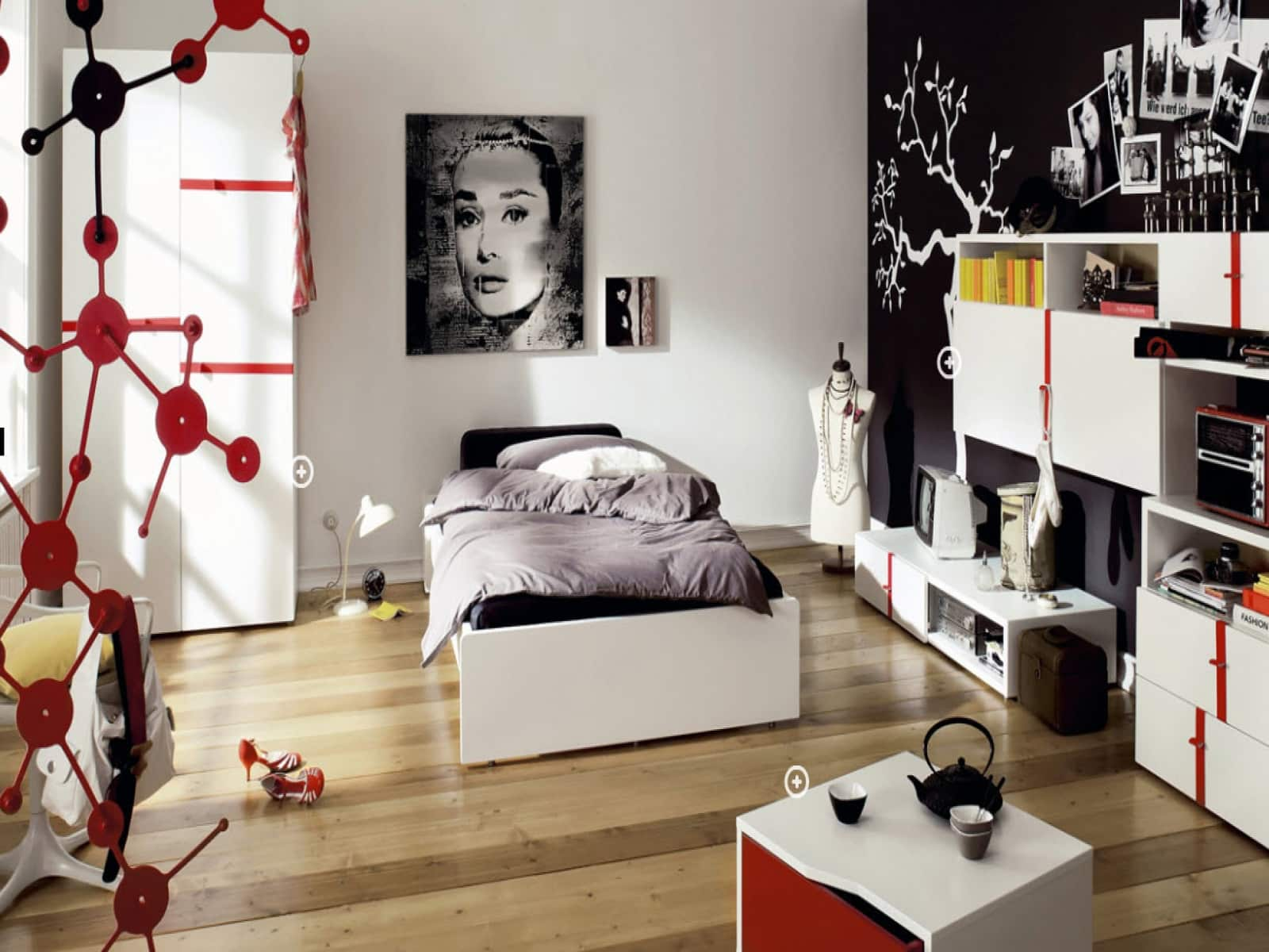 Big Girl Room Interior Design and Decoration Ideas. Picture and black accent wall to adorn space