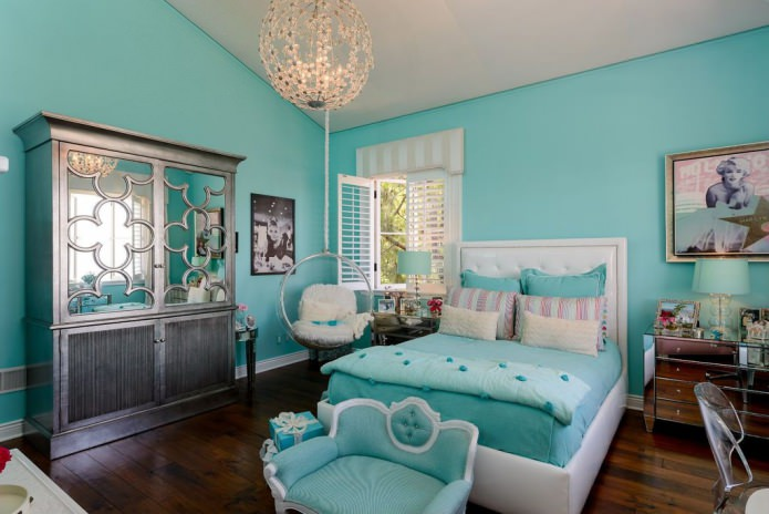 Turquoise walls and accessories in the girl's room
